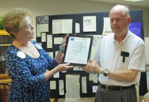 President Susan Anderson presenting award to Peter Bodley