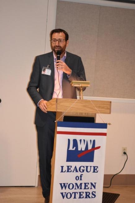 Senator Ben Allen speaking at League event