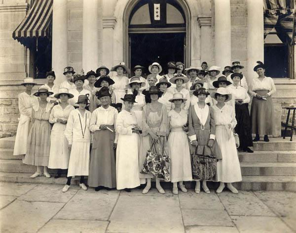 Photo of Women in front of the Texas Capitol in the Texas equal suffrage association 1918