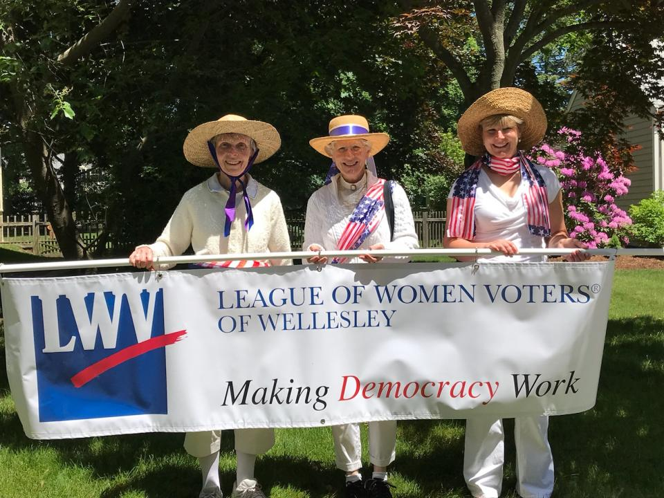 LWVW marches in the Wellesley Parade