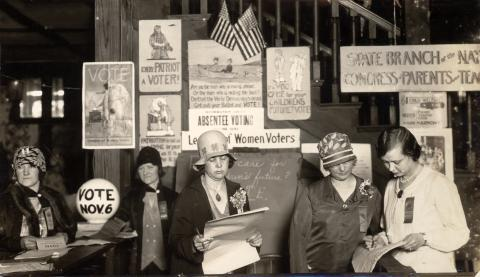 1928 historical photo of women voters