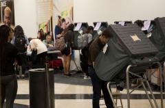 Texas Tribune photo showing voters voting